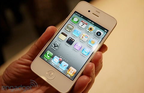 White iPhone 4 Won't be Here Till Spring 2011